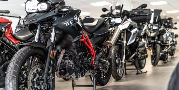 Cómo alargar la vida de los neumáticos de tu moto